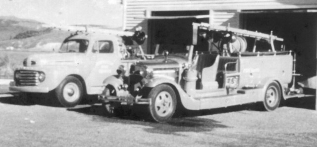 The Ford V8 (right) with a more modern Ford.